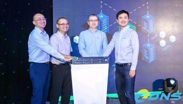域名国家工程研究中心发布首款龙芯芯片的国产域名服务器