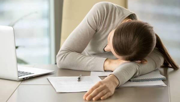 午睡千万别再趴着:其中的危害太大了