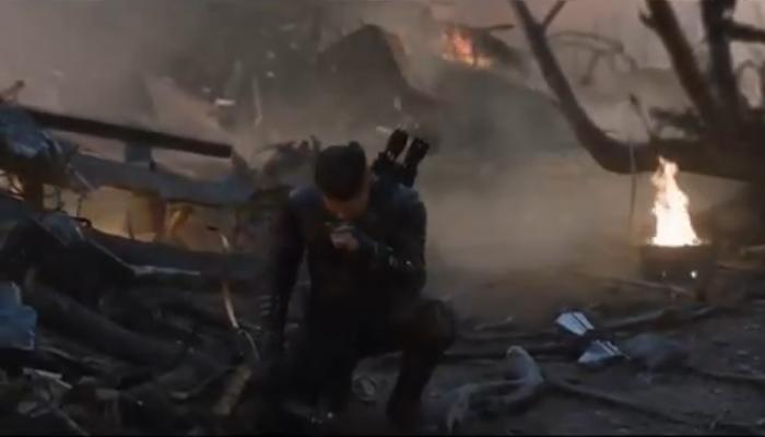 单膝跪地送别英雄 《复联4》钢铁侠之死删减片段公开