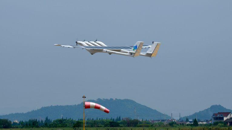 """中国中大型太阳能无人机""""墨子II型""""首飞成功"""