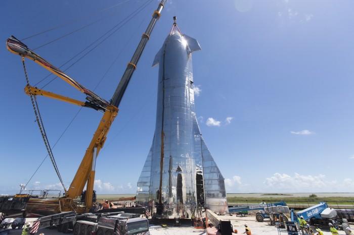 马斯克展示星际飞船原型:即将升空