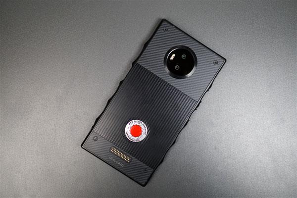 [图]Hydrogen One成绝响:RED创始人退休 宣布取消手机业务