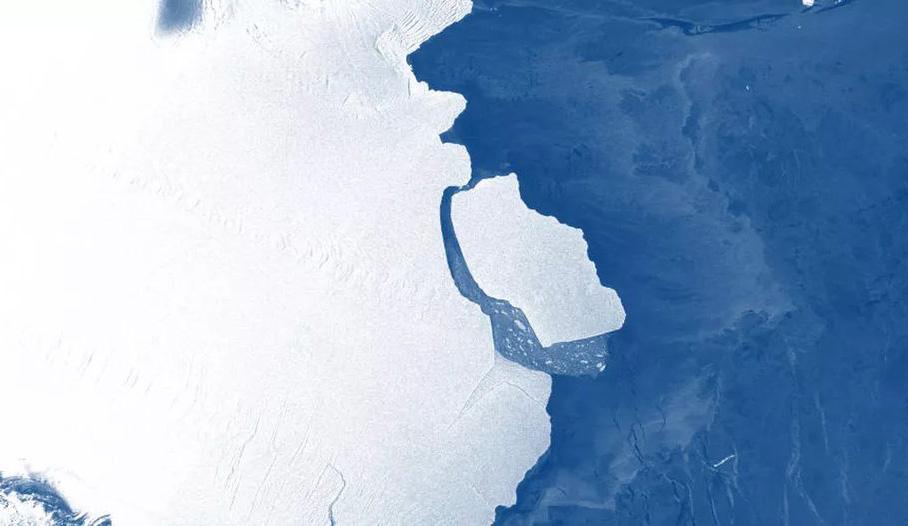 [图]含3150亿吨冰、伦敦大小的冰山已从南极冰架上分离