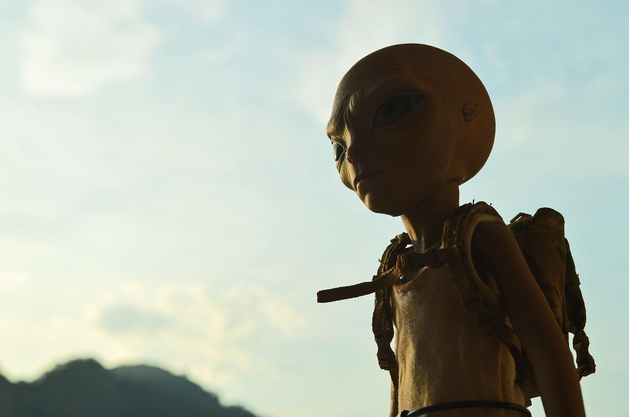 科学家声称外星人可能一直在监视我们:地球共轨行星就是监视点