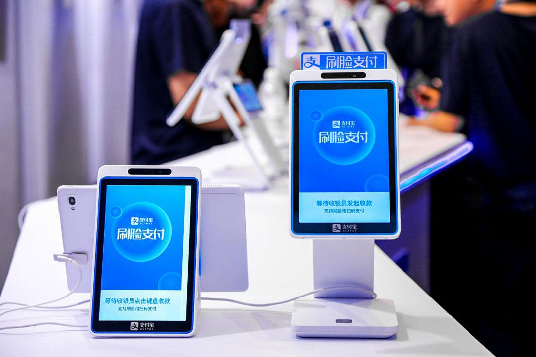 """支付宝、微信打造的""""刷脸支付""""是未来趋势or噱头?"""