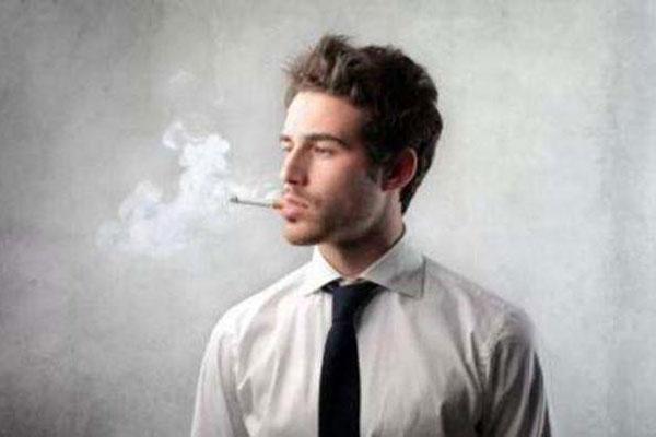 科学家:吸烟者患抑郁症风险或翻倍 因尼古丁影响多巴胺分泌