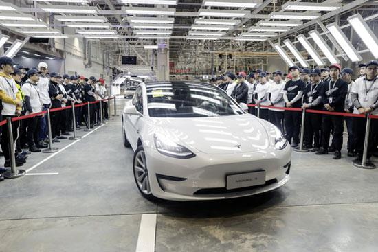 特斯拉向本地员工交付首批中国产Model 3轿车