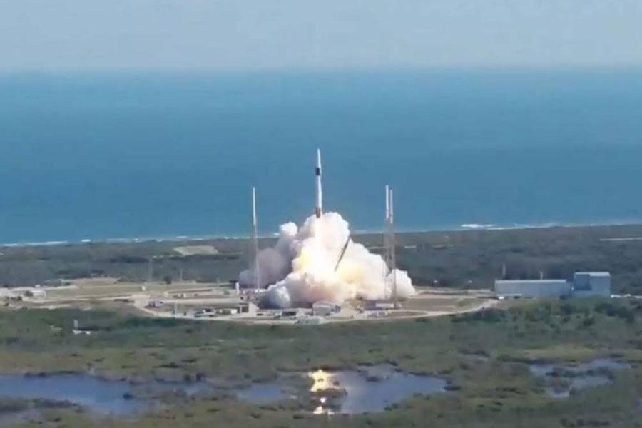"SpaceX再次成功向国际空间站发射""龙""货运飞船 携带大量NASA物资"