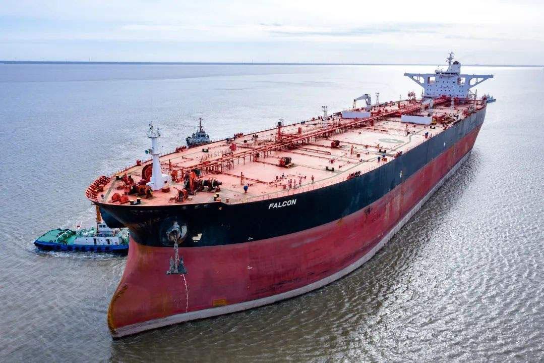 中国84艘巨型油轮直扑中东,每趟带回近两亿桶石油,西媒:大赢家