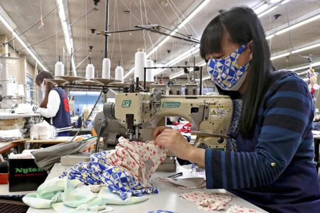 """日本利用泳衣面料生产""""可洗式反复多次使用的口罩"""