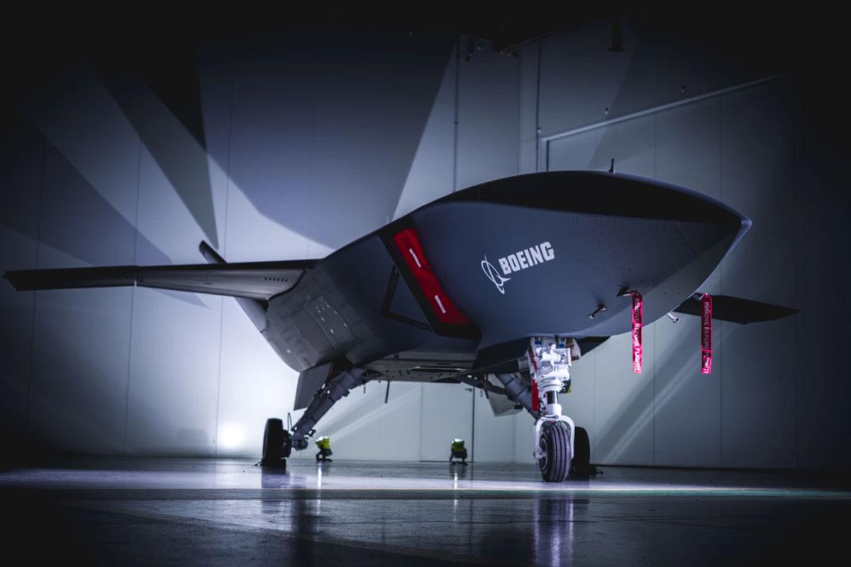 """波音向澳大利亚皇家空军交付首架""""忠诚僚机""""无人战斗机原型机"""