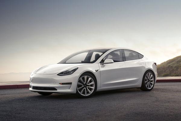 车主曝特斯拉Model 3行驶途中方向盘脱落:新车刚买一个月
