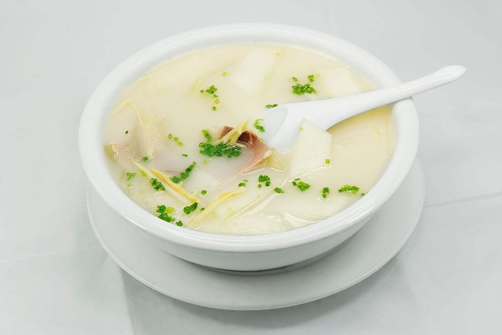 喝汤和吃肉到底哪个更有营养?争论这么多年终于有答案了