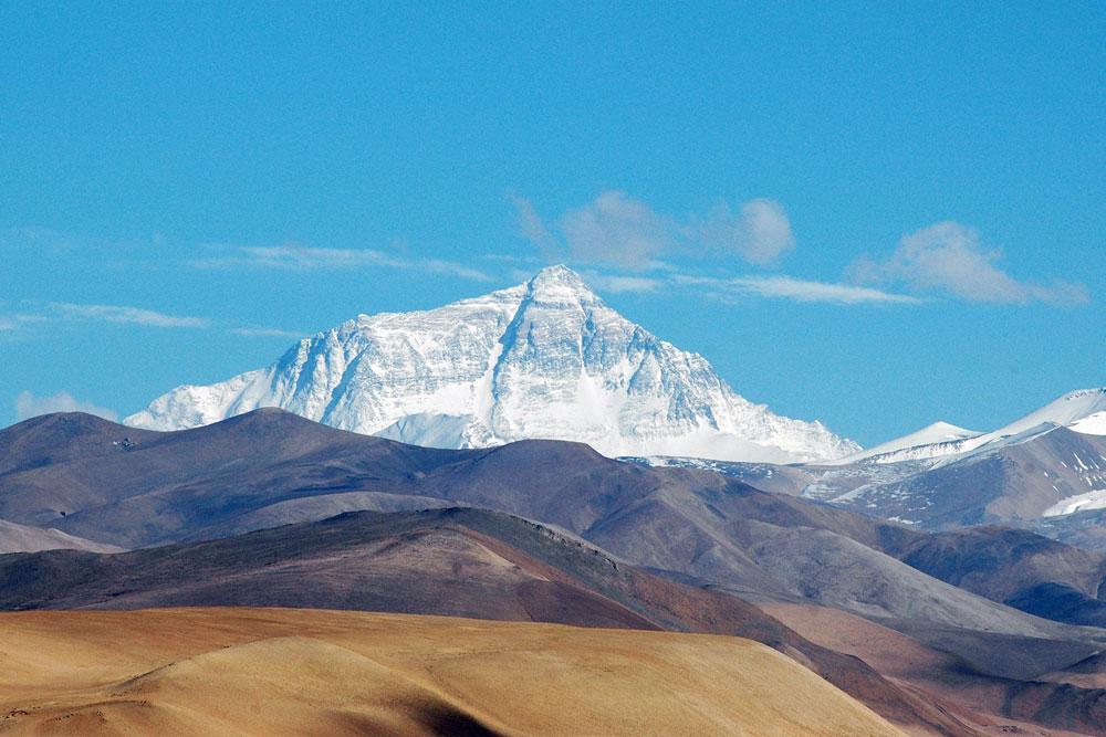 再测世界之巅!2020珠峰高程测量登山队登顶珠峰