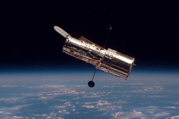 哈勃捕捉到令人瞩目的球状星团的图像 由成千上万颗恒星组成
