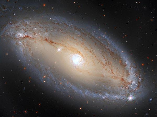哈勃镜头下的NGC 5728星系:虽然壮观但并未捕捉完全